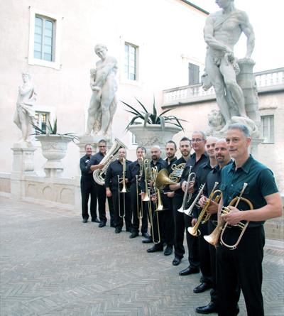 Sabato marzo alle ore 2 il gruppo di ottoni Salvadei Brass e
