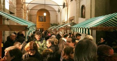 A Pergola boom di visitatori e tanta solidarietà per l'inaugurazione della CioccoVisciola di Natale