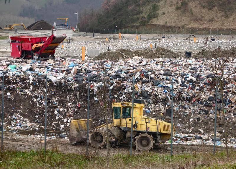 La Regione farà scaricare a Ca' Lucio ben 67 tonnellate di rifiuti l'anno - urbino 2016