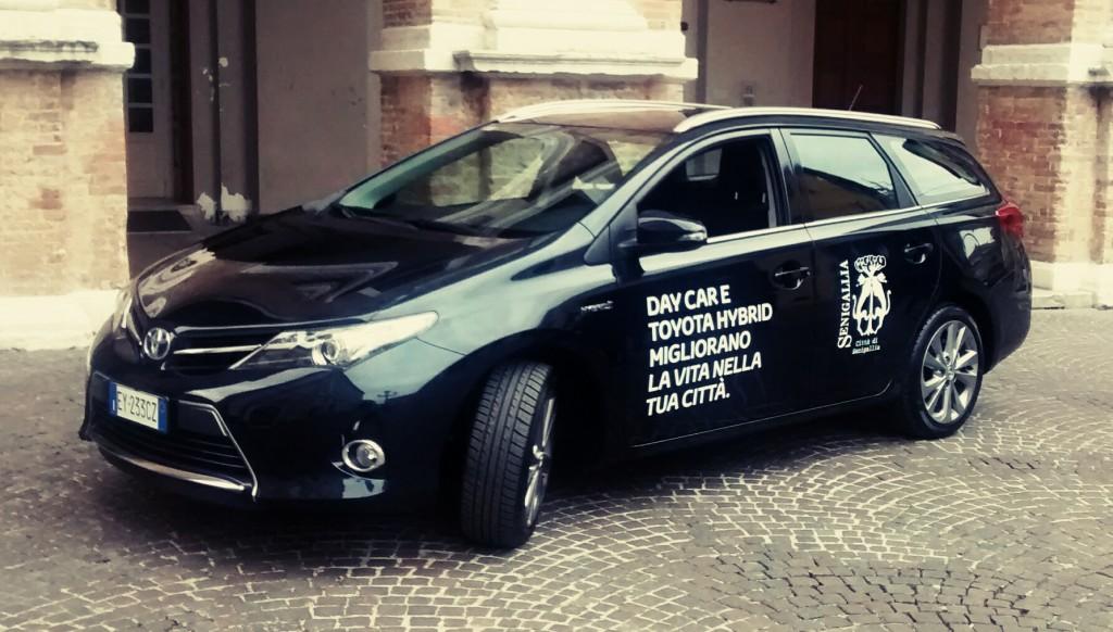 Auto ad alimentazione ibrida ceduta in comodato al Comune di Senigallia