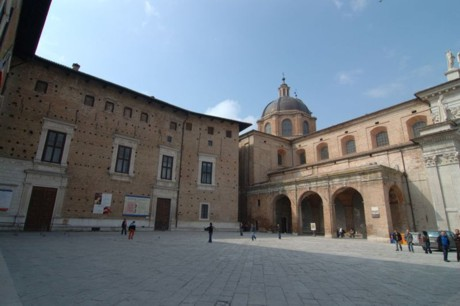 A Urbino centro storico e commercio stanno morendo