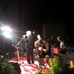 Un pubblico attento a Trecastelli per il concerto del gruppo folk La Macina