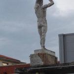 SENIGALLIA / Le statue dello stadio Bianchelli stanno cadendo a pezzi nel disinteresse generale