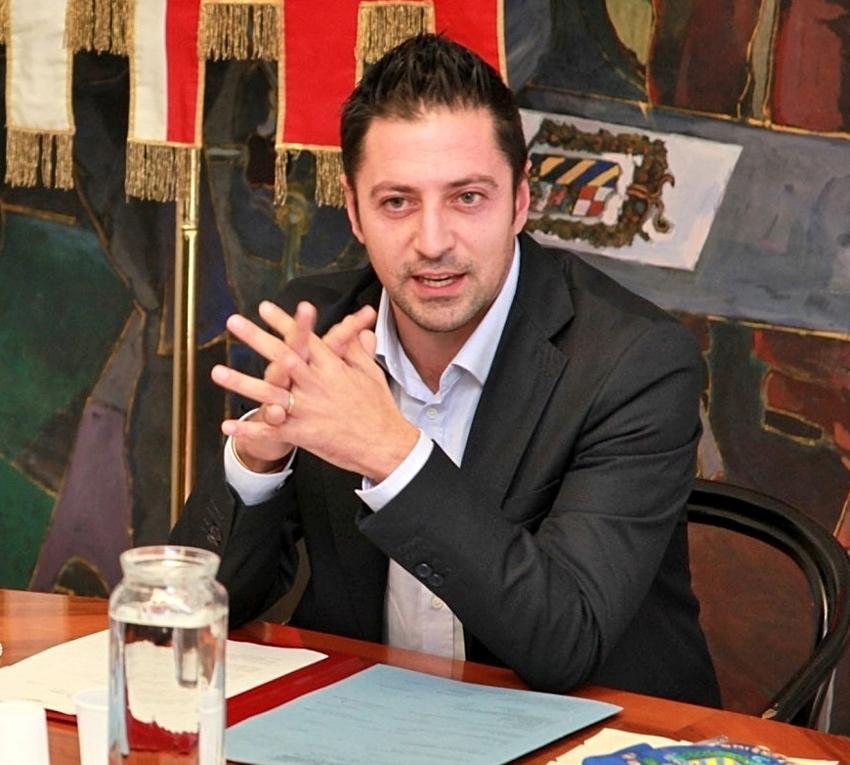 Scuole di Fano, Tagliolini convoca incontro urgente