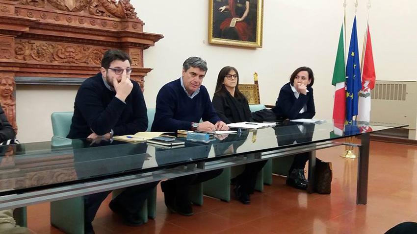 FANO / Il sindaco rassicura i commercianti di Via Cavour