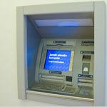 OSTRA VETERE / Provano a forzare lo sportello del bancomat, scatta l'allarme e sono costretti alla fuga