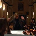 Il maestro Mirca Rosciani sul podio della Sala Accademica del Conservatorio Santa Cecilia di Roma
