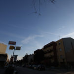 Gli scarichi degli aerei continuano a velare anche il cielo di Senigallia
