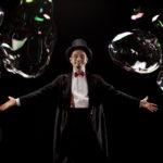 FANO / Andar per fiabe, giovedì grasso al Teatro della Fortuna con le bolle di Michele Cafaggi