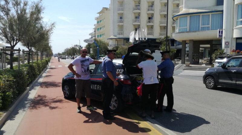 Troppi venditori abusivi sulla spiaggia di Senigallia, scatta un nuovo blitz