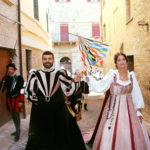 Tanti turisti lungo le vie di Corinaldo per la Festa del Pozzo della Polenta