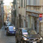 """Un """"serpentone"""" nel centro storico di Ostra per far revocare alla Giunta Storoni la decisione di invertire la viabilità"""