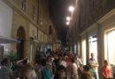 La luce delle candele ha illuminato lo shopping fanese