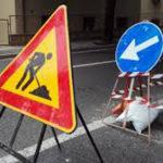 In via Giordano Bruno viene modificata la viabilità per consentire i lavori di allacciamento della rete idrica