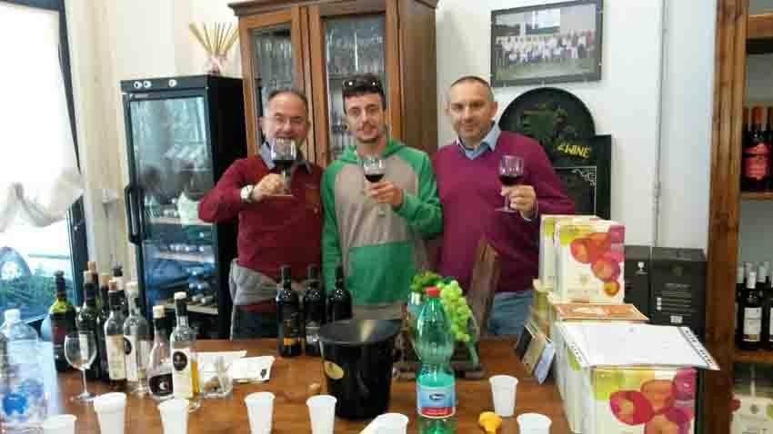 Per i ragazzi della comunità La Villetta di Urbino una grande lezione di vita tra i vigneti dell'azienda Bruscia di San Costanzo