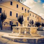 A San Lorenzo in Campo la fontana del centro storico si rifà il look