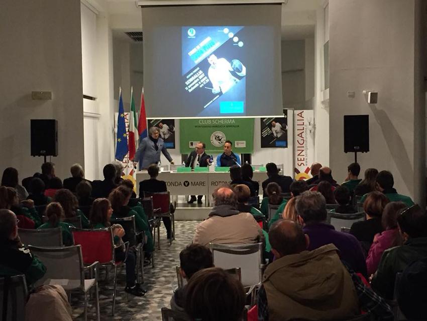 In tanti alla Rotonda di Senigallia per l'incontro con il campione del mondo di spada Paolo Pizzo