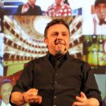 Gabriele Cirilli ha scelto il Teatro di Cagli per l'unica data nelle Marche