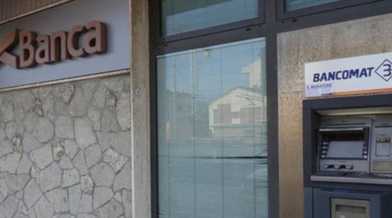Rapinatore solitario in azione alla Ubi Banca di Marotta: bottino di 7.000 euro
