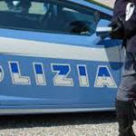 Spara da una finestra con una pistola scacciacani, denunciato dalla polizia a Urbino