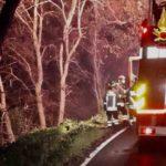 Auto finisce in una scarpata a Falconara, la conducente soccorsa dai vigili del fuoco