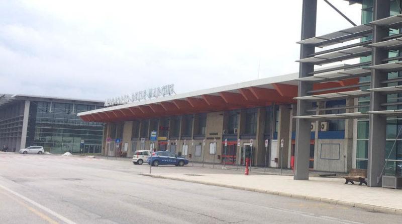 Aeroporto Urbino : Sabato mattina all aeroporto di falconara sit in della