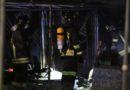 Molti i danni causati dall'incendio divampato nel campeggio del lungomare di Senigallia