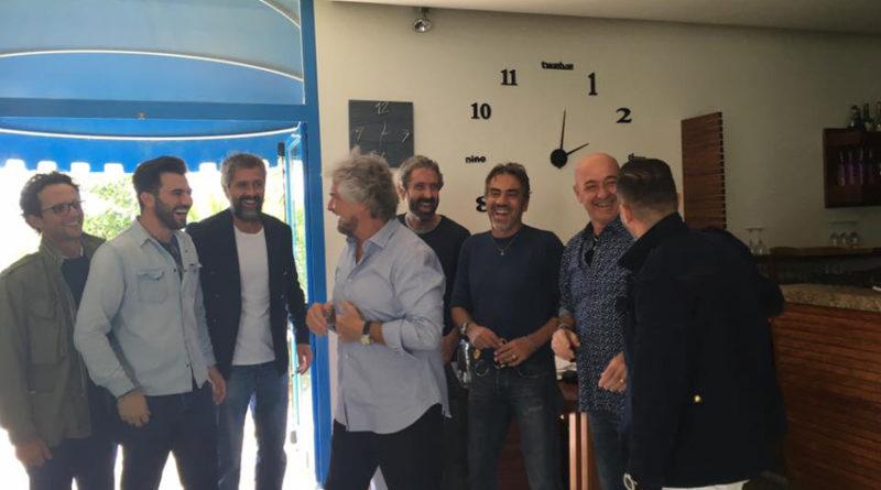 Pranzo in riva al mare per Beppe Grillo, tornato oggi al ristorante Primasecca di Torrette