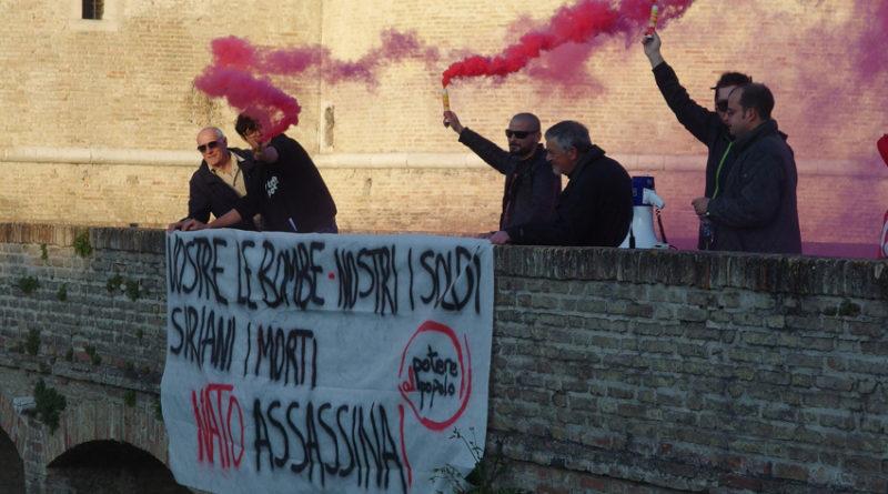 In Piazza del Duca un presidio di Potere al Popolo per dire no alla guerra in Siria