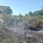 Sterpaglie in fiamme vicino all'ospedale di Chiaravalle, l'incendio spento dai vigili del fuoco