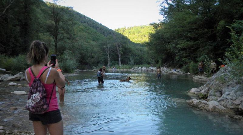 L'estate a Frasassi tra escursioni al tramonto, yoga in mezzo alla natura e tanti eventi nel Parco Avventura