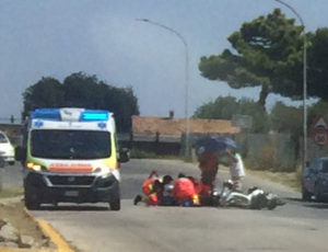 Con lo scooter contro un'auto in via Cesanense, a Mondolfo: trasportata all'ospedale di Torrette