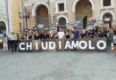 Manifestazione di protesta in piazza Roma per chiedere la chiusura a Senigallia di un allevamento di maiali