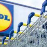 Rapinatore al supermercato Lidl di Senigallia, minaccia la cassiera con una pistola e fugge con 500 euro