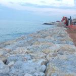 Ancora scogliere a Marina di Montemarciano? Meglio un indennizzo per l'arretramento degli esercizi strabordanti sul mare