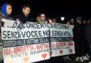 Mille persone hanno ricordato con una fiaccolata le sei vittime innocenti della tragedia di Corinaldo