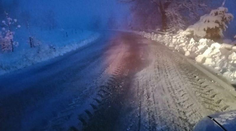 Strade transitabili nonostante la neve: 30 mezzi impiegati dalla provincia di Pesaro e Urbino
