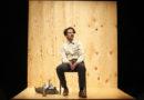 Giovedì al Teatro Sanzio di Urbino in scena Proprietà e atto (esilio permanente) con Francesco Mandelli