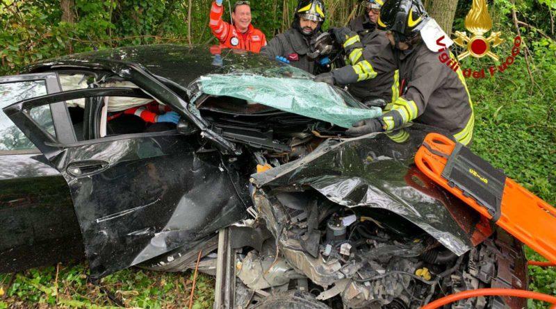 Tre persone ferite a Falconara nell'auto precipitata in una scarpata