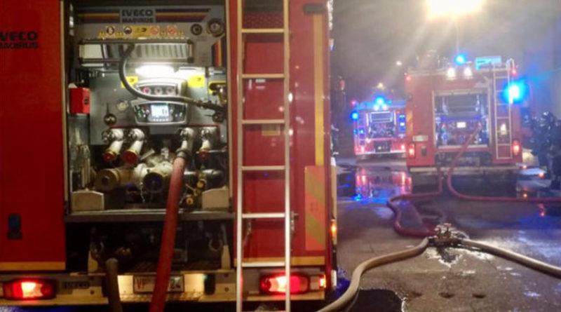 Distrutto da un incendio il deposito degli scuolabus dei Comuni di Colli al Metauro e Cartoceto